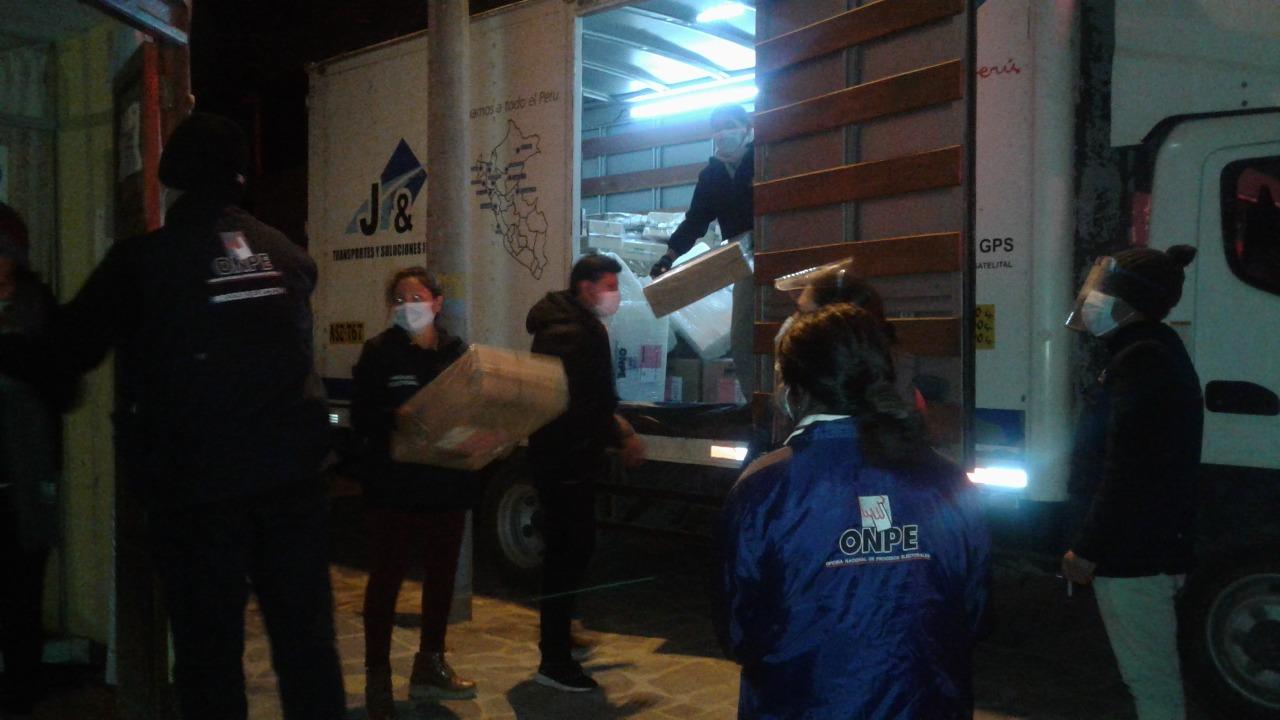 Material electoral llegó a la provincia de Caylloma para proceso del 11 de abril