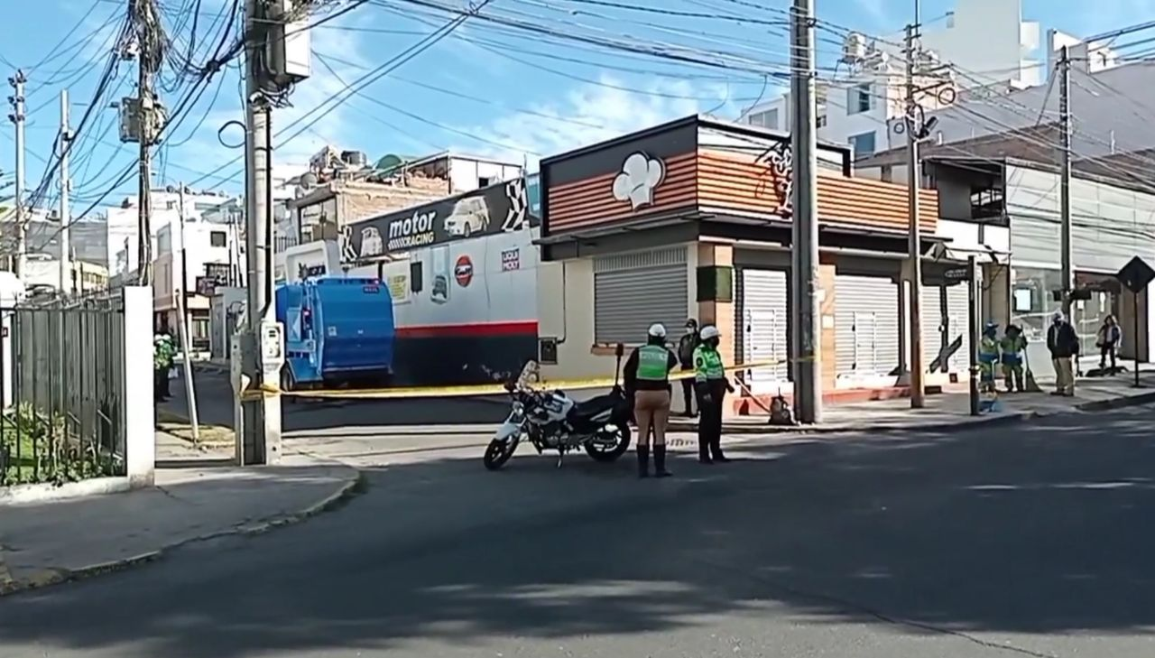 Madre trabajadora de limpieza pública fallece tras caer de camión compactador de basura en Cayma