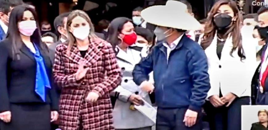 Critican a María del Carmen Alva por presunta actitud racista al presidente Pedro Castillo