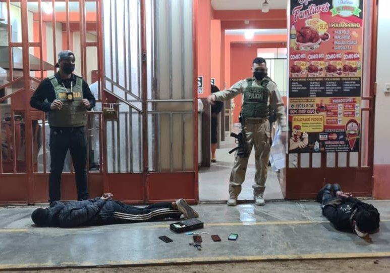 PNP detiene a sujetos que asaltaron pollería en el cono norte de la capital, los individuos estaban armados